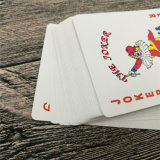 Póker de encargo de las tarjetas que juegan con la superficie barnizada brillante