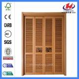 スライドガラスの折れ戸のためののどの内部の木製シャッター