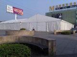 屋外の玄関ひさしの結婚披露宴のイベント展覧会のテント
