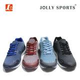 人の女性の靴を実行するデザイン様式の方法Flyknitの新しいスポーツ