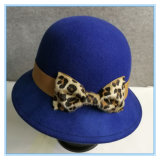 Form-Wolle-Filzcloche-Hut mit Leopard-Bogen