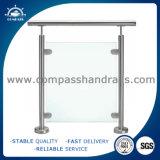 ガラスクランプが付いているステンレス鋼の柵のポスト