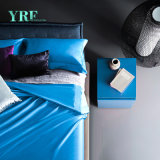 柔らかく贅沢なサテンのアパートの濃紺カバー