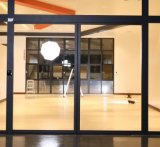 Электрический алюминиевый опускное стекло патио двери Автоматическая двойные стекла с низким E СТЕКЛА ЗАДНЕЙ ДВЕРИ
