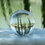 Sfera di cristallo di natale, sfera di vetro con il basamento libero