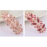 빨간 다이아몬드를 가진 아름다운 잎 모양 머리핀