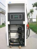 Un distributeur d'essence de station de pétrole de pompe du gicleur un
