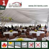 屋外贅沢な結婚披露宴のための装飾のテントの開催地