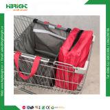 Складывая хозяйственная сумка магазинной тележкаи с охладителем внутри мешка