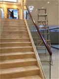 Escaleras comerciales del vidrio Tempered del diseño 15m m del edificio con la barandilla de madera