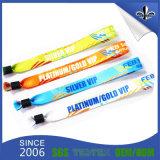 A promoção projeta Wristbands do evento do plástico de poliéster