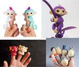 子供おかしい電気ペットFingerlingsの赤ん坊猿スマートな指のおもちゃ