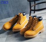スエードの革Anti-Abrasion通気性の靴の中敷の防水砂漠ブート
