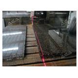 Laser-Steinbrücke sah mit der Schaufel, die 45 Grad kippt