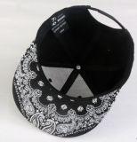 Напечатанный хлопок способа покрывает Snapbacks шлемов в различных размерах, материалах, конструкциях и логосах