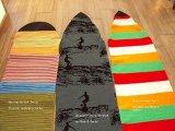 Tabla de surf cubierta de tejido stretch
