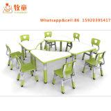 Les tables de la maternelle et de chaises en plastique pour les enfants de l'étude