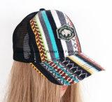 Popular em Europa, em um chapéu do boné de beisebol e no tampão feito malha da promoção dos esportes do tampão