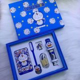 Oneline kaufende fördernde Geschenk-Produkte reizende Doraemon Karikatur-Energien-Bank 2016 mit Telefon-Halter, USB-Kabel, LED-Licht und Selfie Stock