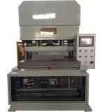 Máquina cortando da operação da tela de toque