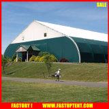 Décorées de luxe forme incurvée activité extérieure de l'auvent partie de l'activité des tentes de 300 personnes