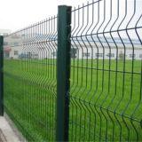 機密保護の金網の塀か金属の塀