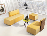 Sofá de escritório de sala de estar moderna com mesa de café
