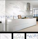 陶磁器の艶をかけられた内壁のタイル
