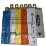 Вешалка ручки двери пластичная кладет мешки в мешки словесности пластмассы мешков поставки газеты полиэтилена вися