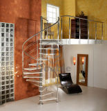 Escalera de madera maciza y anchos de vía de ancho de vía de la escalera decorativos