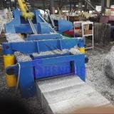 기계 (공장)를 짐짝으로 만들 알루미늄과 구리 작은 조각