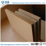 La mélamine face papier/Raw les panneaux de particules de l'aggloméré de Shandong
