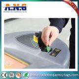 La moneda de NFC marca 13.56MHz con etiqueta para los símbolos del transporte público y del metro