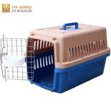 Cage pour chien en plastique de couleur différente