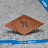 Commerce de gros Jeans personnalisé gravé en relief l'insigne 3D'étiquette en cuir