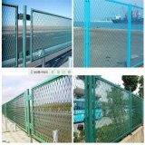 PVCによって塗られる拡大された金網の塀