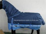 2018 Nuevo diseño de la 600d impermeable y transpirable caballo Invierno alfombra con cubierta de cuello desmontable.