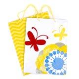Большие мешки подарка, желтые шевроны и цветки с бабочками, хозяйственные сумки,