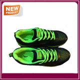 Les chaussures neuves de sports sportifs de mode vendent en gros