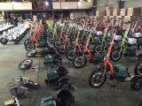 3つの車輪によってモーターを備えられるバイク