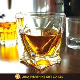 Taza sin plomo clara soplada boca hecha a mano del whisky del vidrio cristalino