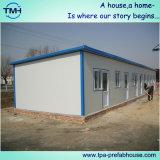 Telhado liso da casa pré-fabricada da estrutura
