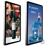Affissione a cristalli liquidi fissata al muro di tocco del chiosco esterno dello schermo che fa pubblicità al contrassegno di Digitahi