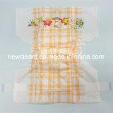 Fraldas descartáveis brilhantes do tecido do bebê