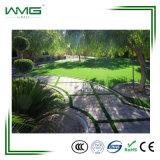 20-50mm hanno personalizzato il filato artificiale dell'erba del tappeto erboso fibrillato PE per il giardino domestico