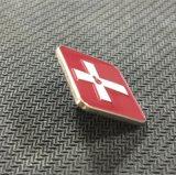Croix métallique carré rouge de l'émail doux épinglette (XD-0707)