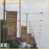 Via Palo del metallo che fa pubblicità alle parti della bandiera di media di promozione (BT48)