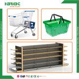 Supermercado tienda de equipos y los contadores de compra