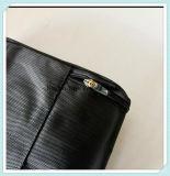 يحمل لون أسود حقيبة يد مع حقيبة ثقيلة