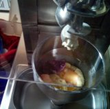 Porcas da cobertura da tabela e máquina de mistura do gelado da fruta